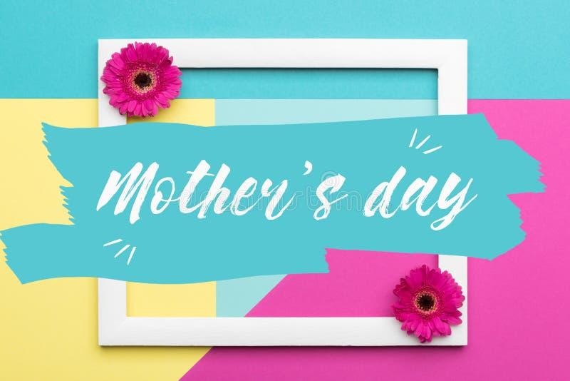 Blumenebenenlageminimalismus-Grußkarte Glücklicher Mutter ` s Tagespastell färbte Hintergrund vektor abbildung