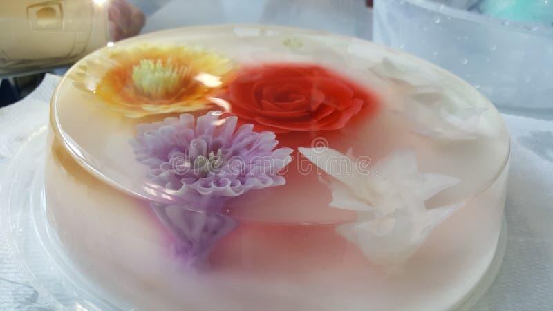 Blumengeleekuchen lizenzfreies stockfoto