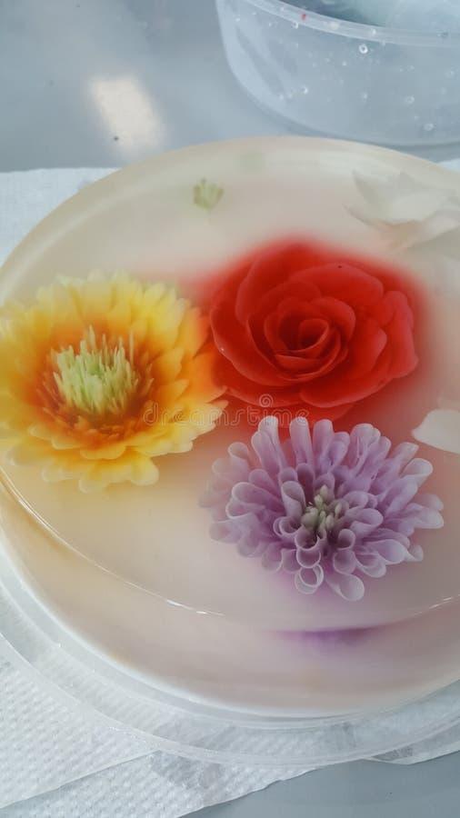 Blumengeleekuchen stockfotos