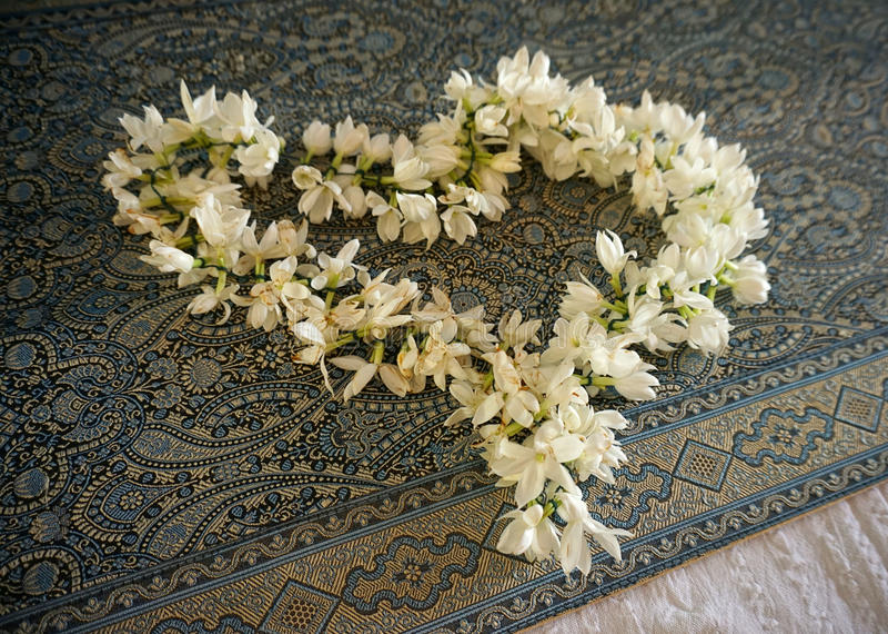 Blumengirlande stockbilder