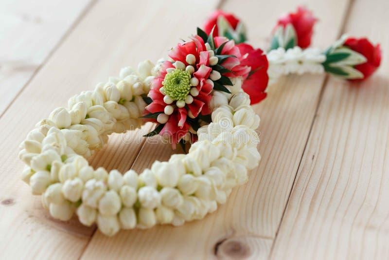 Blumengirlanden in der siamesischen Art lizenzfreies stockfoto