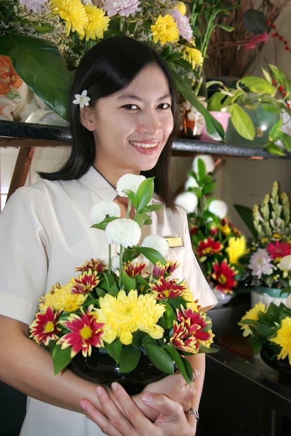 Blumenhändler bei der Arbeit stockfoto