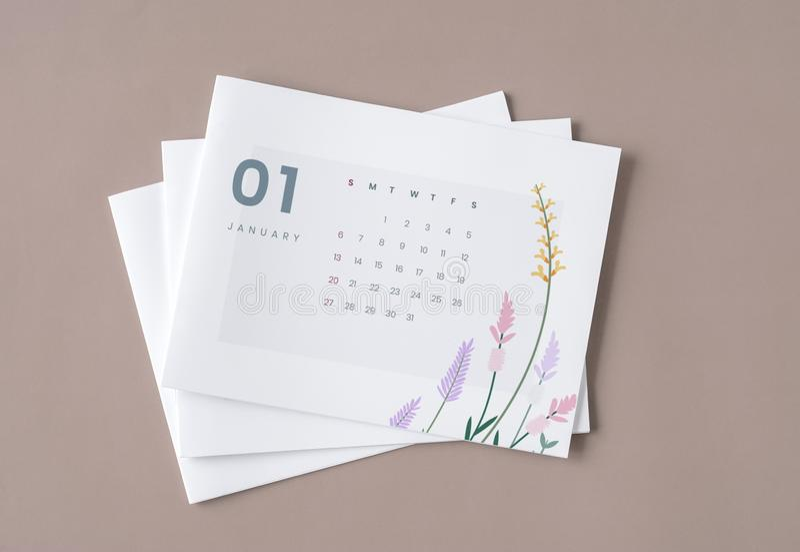 Blumenkalenderschablonenmodell mit Entwurfsraum lizenzfreies stockfoto
