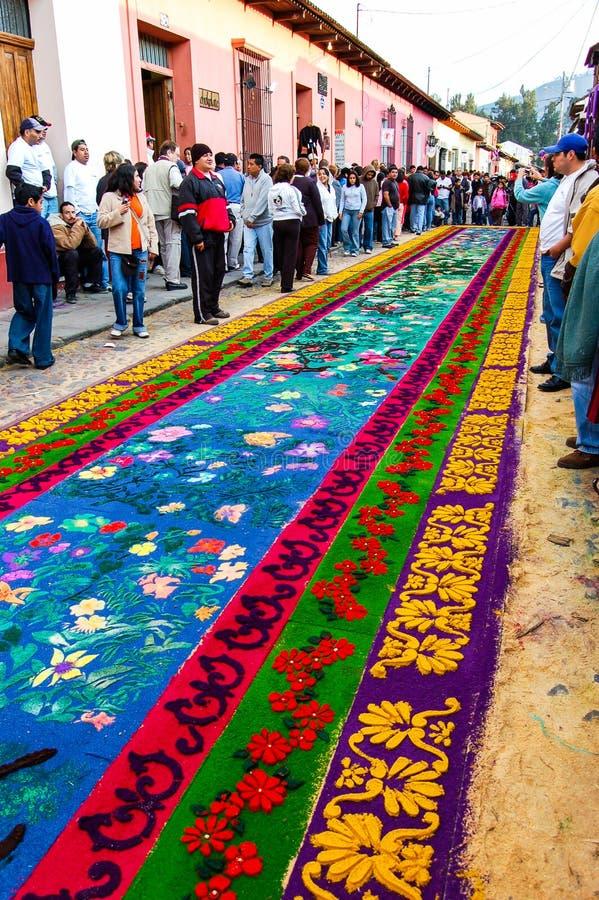 Blumenkarwocheteppich, Antigua, Guatemala lizenzfreie stockbilder