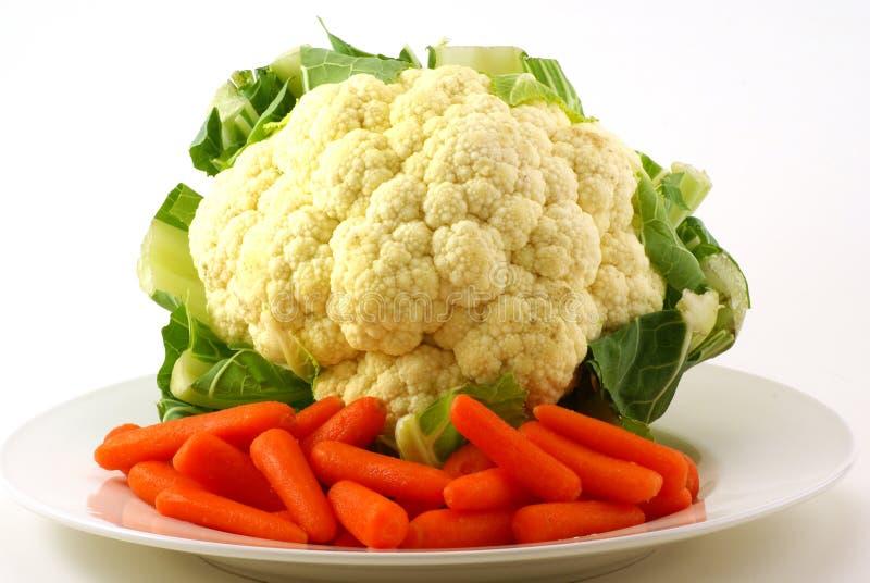Blumenkohl und Karotten lizenzfreie stockfotos