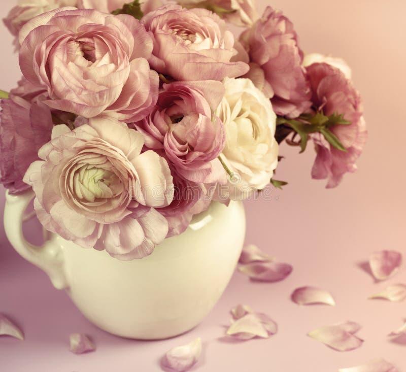 Blumenkunstauslegung. Hochzeitsfeiertagskarte stockbild