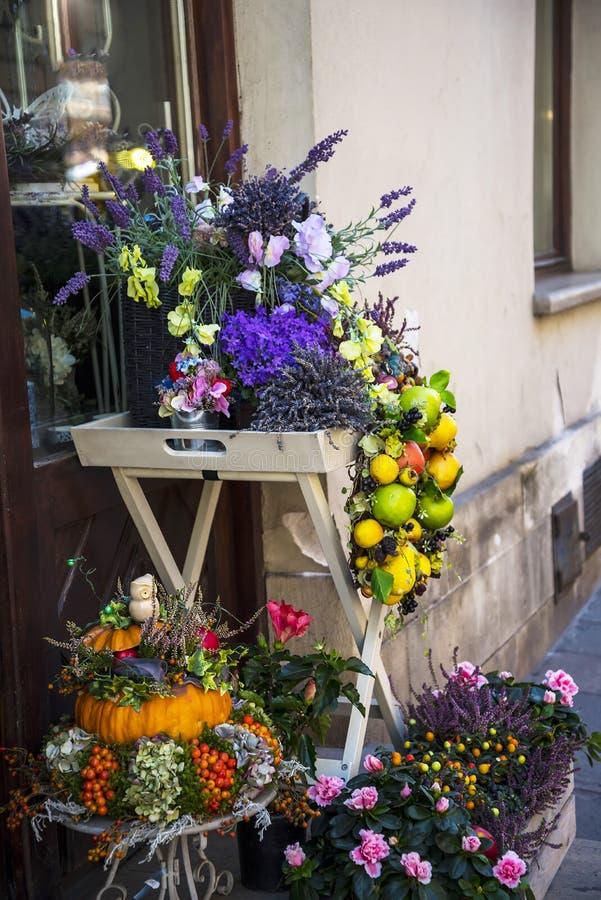 Blumenladen in Krakau Polen lizenzfreie stockbilder