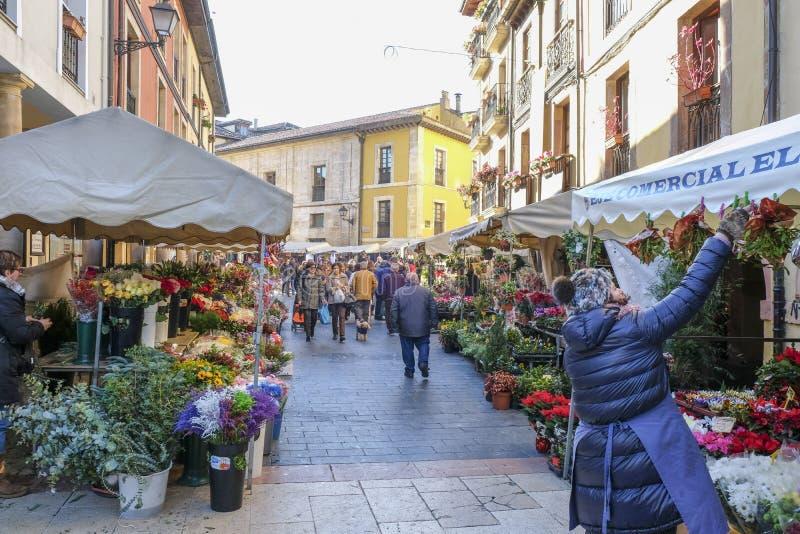 Blumenmarkt in Oviedo, Spanien stockbilder