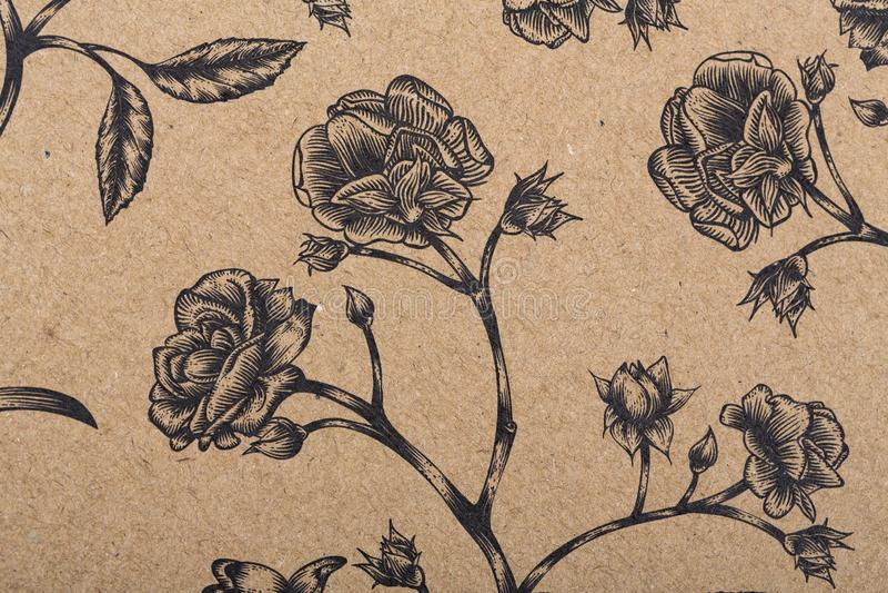 Blumenmusterpapier für Textiltapeten-Musterfülle-Abdeckungsoberflächendruck-Geschenkverpackungsschal auf braunem Kraftpapier stockfoto