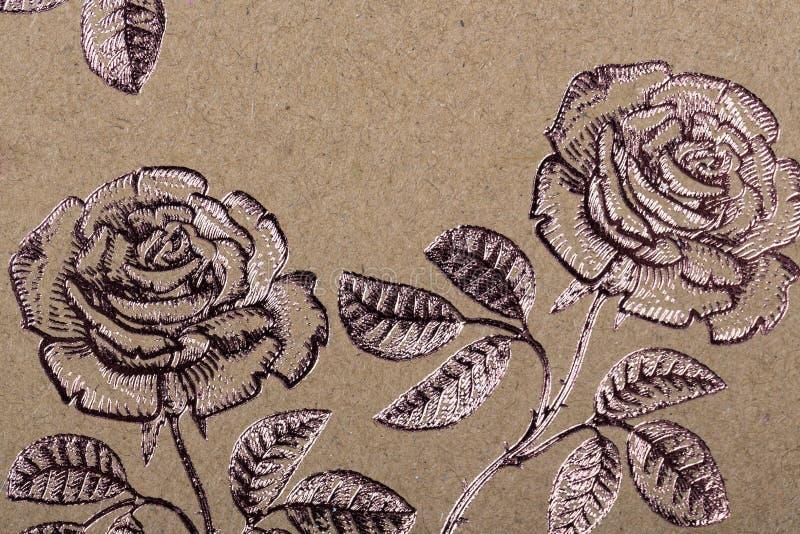 Blumenmusterpapier für Textiltapeten-Musterfülle-Abdeckungsoberflächendruck-Geschenkverpackungsschal auf braunem Kraftpapier stockbild