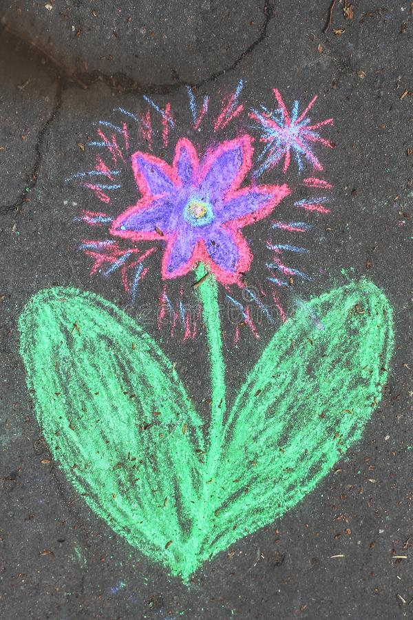 Blumenstück Kreide lizenzfreie stockfotografie