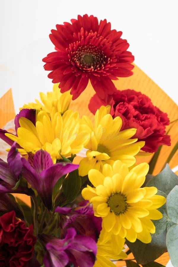 Blumenstrauß der Blume gekauft vom Supermarkt stockbild
