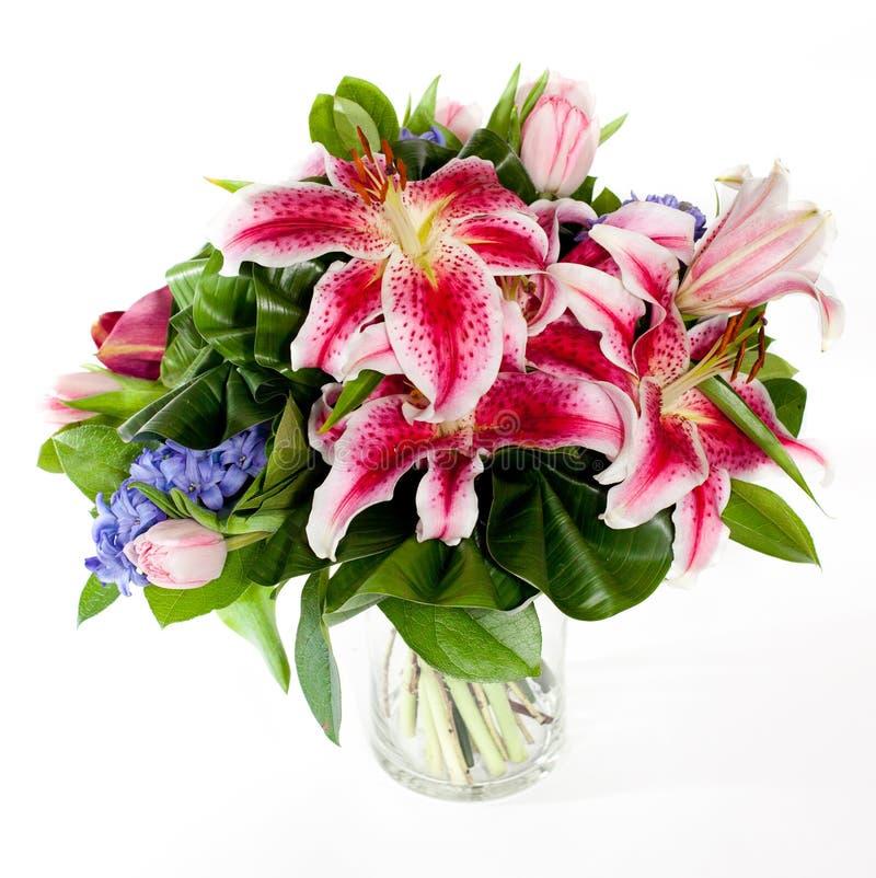 Blumenstrauß der Blumen im Glasvase lizenzfreie stockbilder