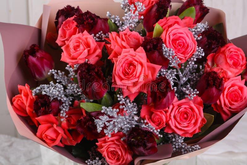 Blumenstrauß der frischen Rosen lizenzfreies stockfoto