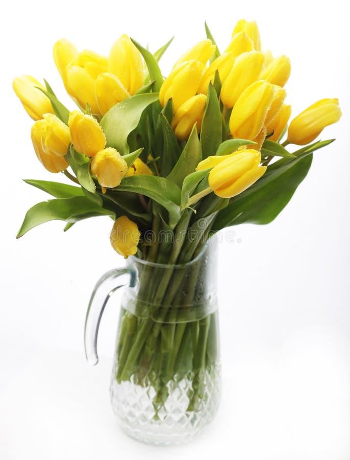 Blumenstrauß der gelben Tulpen in einem Vase stockfoto