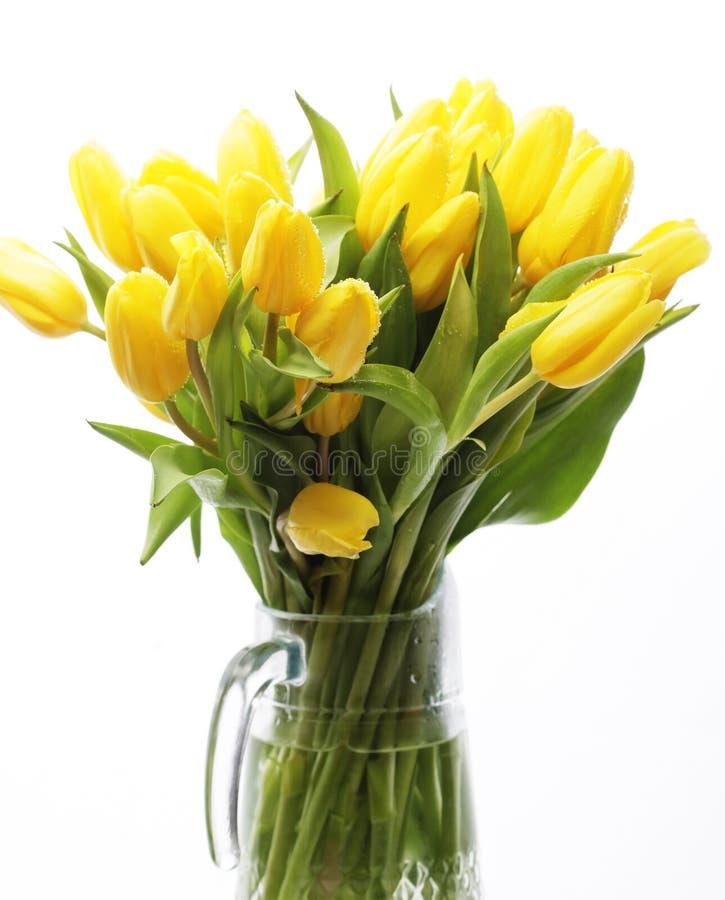 Blumenstrauß der gelben Tulpen in einem Vase lizenzfreies stockfoto
