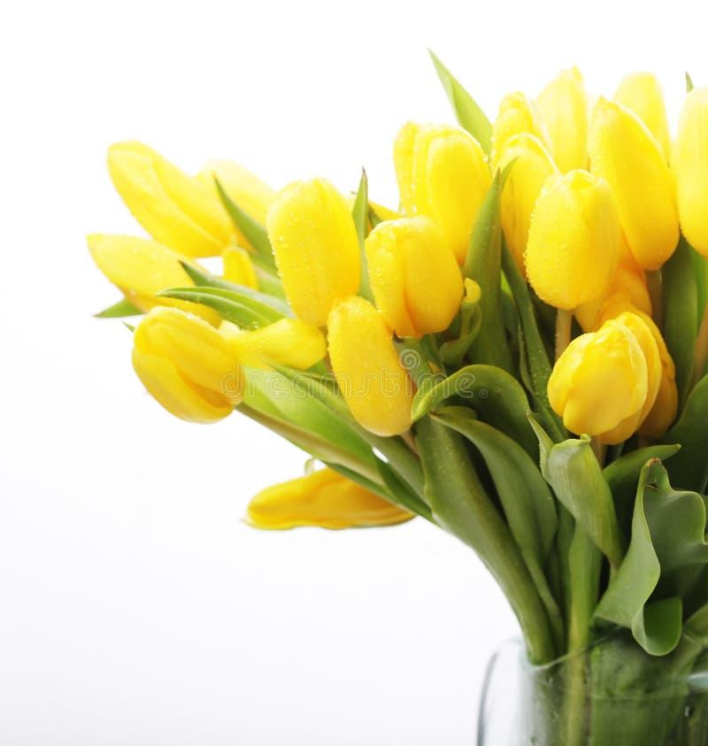 Blumenstrauß der gelben Tulpen in einem Vase lizenzfreie stockfotos