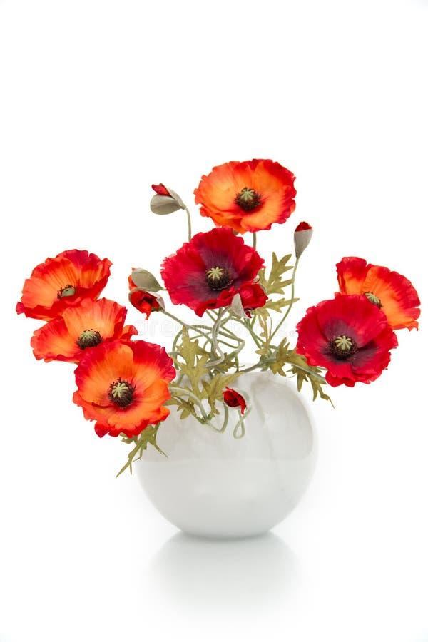 blumenstrau der k nstlichen mohnblumen in einem vase stockfoto bild von gr n blumen 17943674. Black Bedroom Furniture Sets. Home Design Ideas