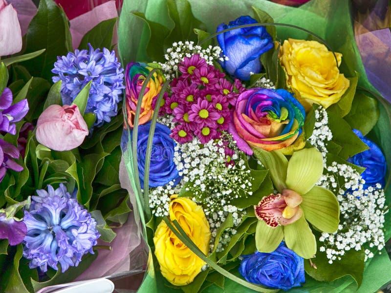 Blumenstrauß des gelben fresia, der Hyazinthe und der bunten Rose lizenzfreies stockbild