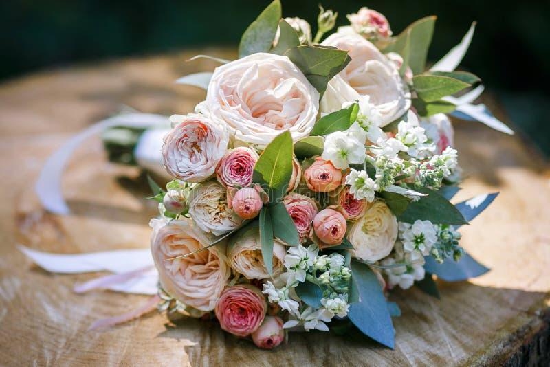 Blumenstrauß von Blumen lizenzfreies stockbild
