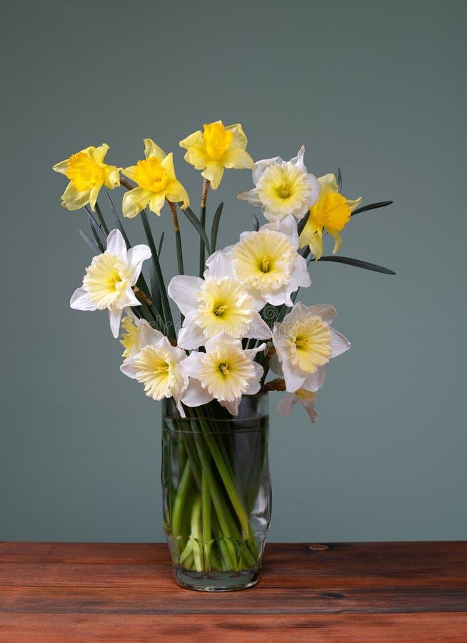 Blumenstrauß von Blumen in einem Vase Glas stockfotografie
