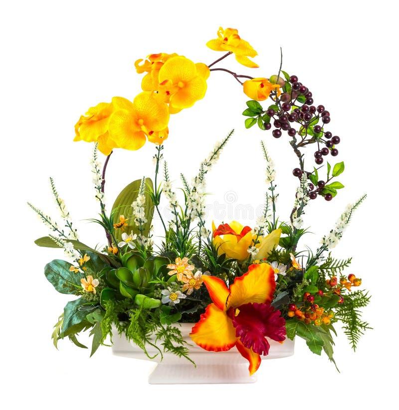 Blumenstrauß von Blumen im keramischen Topf lizenzfreies stockfoto