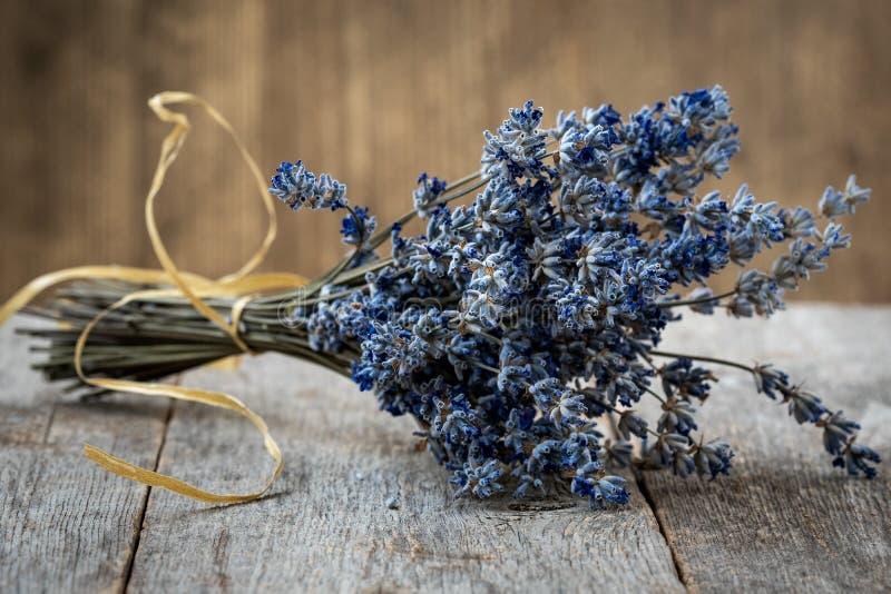 Blumenstrauß von getrocknetem Lavendel stockfoto