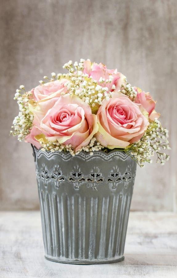 Blumenstrauß von rosa Rosen lizenzfreie stockfotos