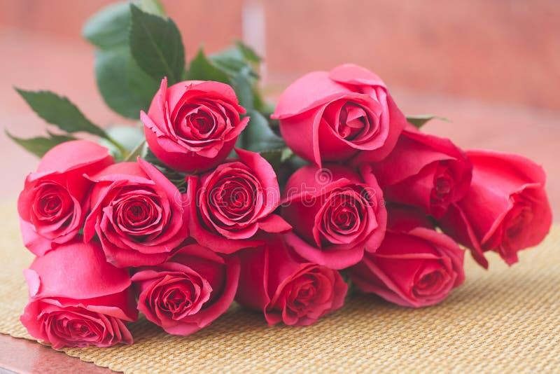 Blumenstrauß von rosa Rosen lizenzfreie stockfotografie