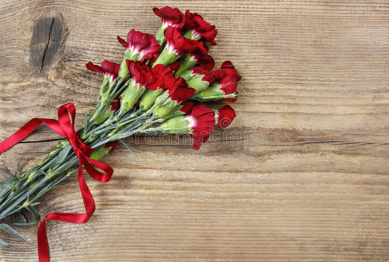 Blumenstrauß von roten Gartennelkenblumen stockbilder