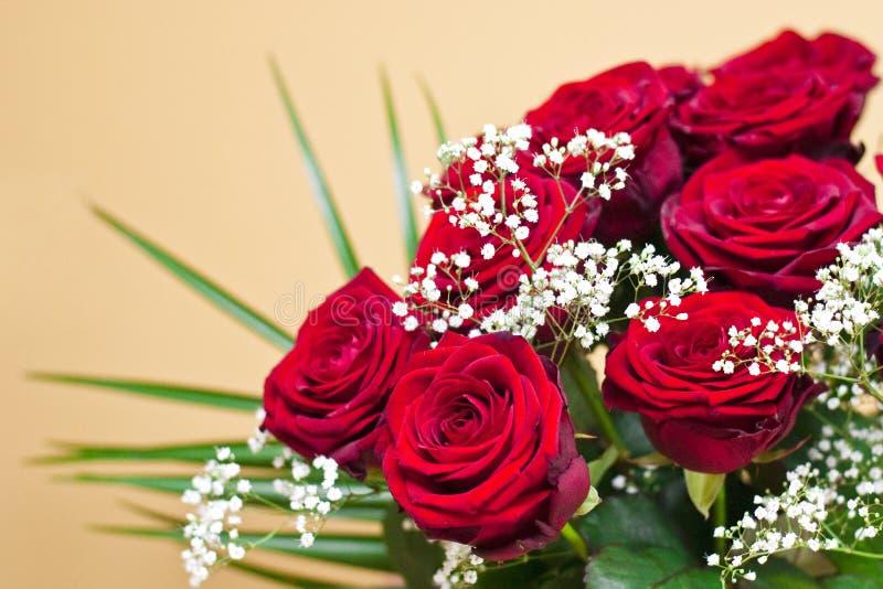 Blumenstrauß von roten Rosen stockfotografie