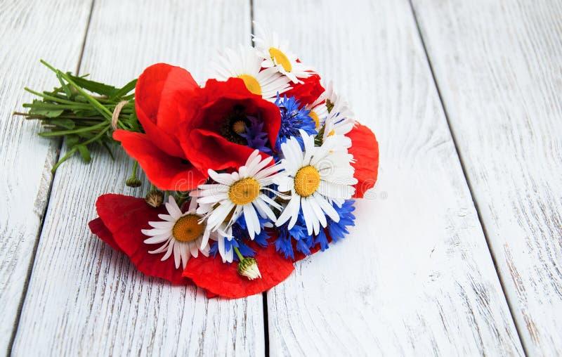 Blumenstrauß von Sommer Wildflowers lizenzfreie stockfotos