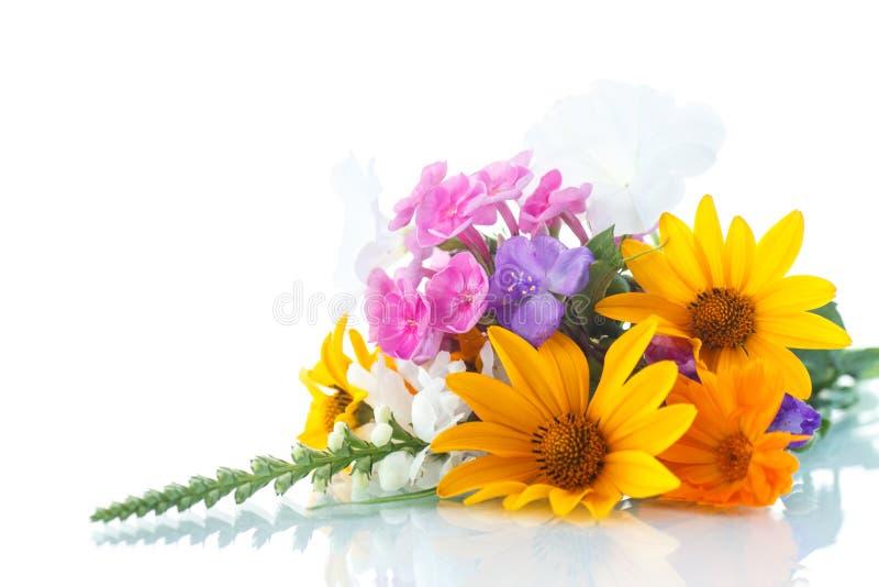 Blumenstrauß von verschiedenen Blumen stockfotografie
