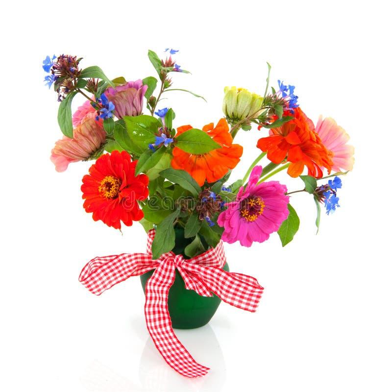 Blumenstraußblumen im grünen Vase stockfotos