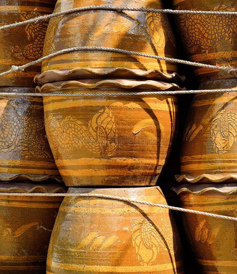 Blumentopf hergestellt von gebackenem Lehm lizenzfreies stockfoto