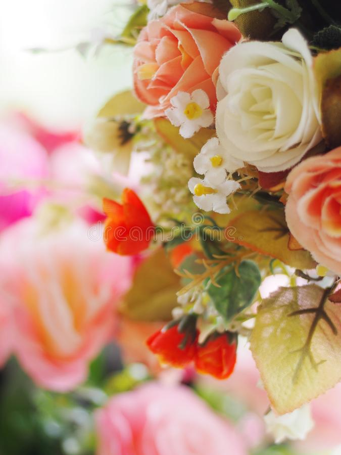 Blumenvasenhandwerk handgemacht von der Kleidung Papier und Plastik stockfotografie