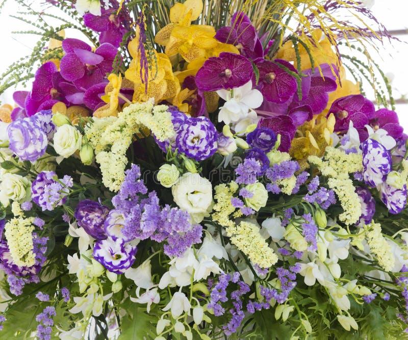 Blumenverzierung in der Hochzeit stockfoto