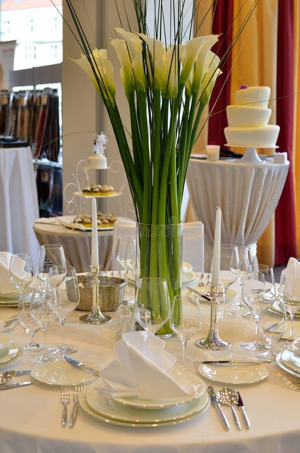 Blumenverzierungen für wedding Tabelle lizenzfreies stockfoto