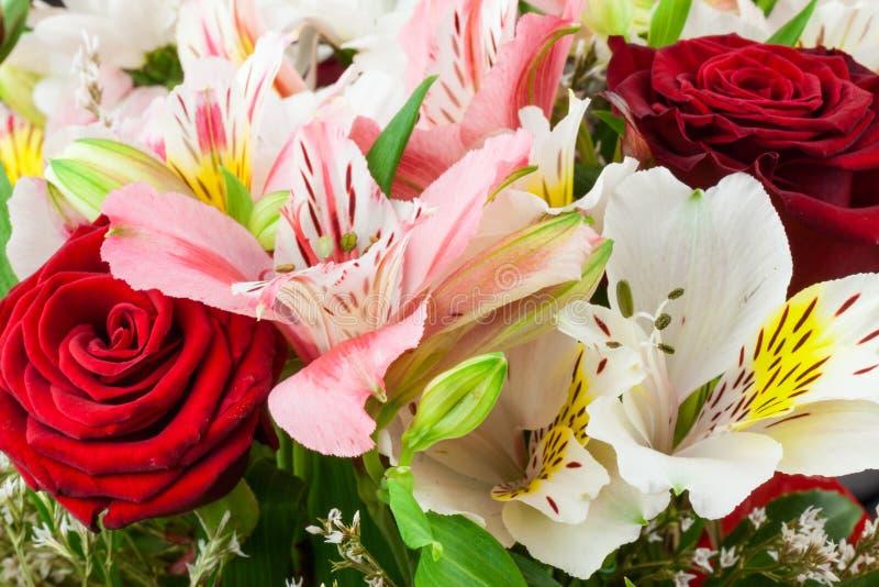 Blumenzusammensetzung lizenzfreies stockbild