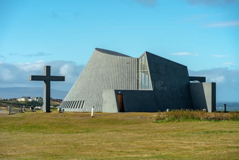 Blunduos, Islande, 2018-09-19 Église avec l'architecture moderne en Islande du nord photos libres de droits