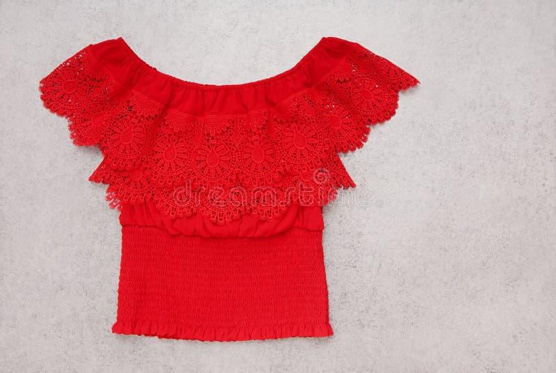 Blusa roja imagen de archivo libre de regalías