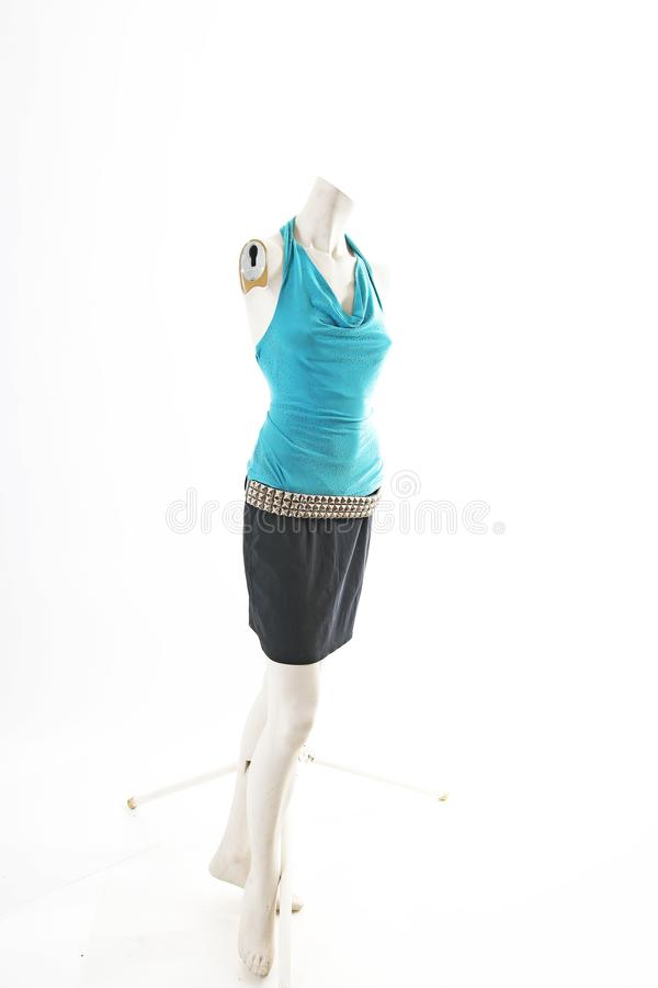 Blusa superior del suéter del azul y falda negra en la exhibición completa del body shop del maniquí Estilos de la moda de la muj fotografía de archivo