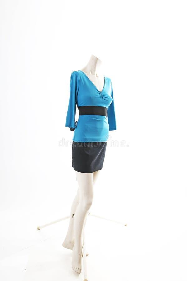 Blusa superior del suéter del azul y falda negra en la exhibición completa del body shop del maniquí Estilos de la moda de la muj foto de archivo