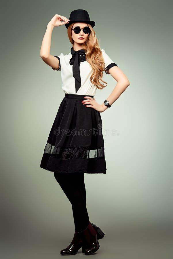 Blusa y falda imagen de archivo