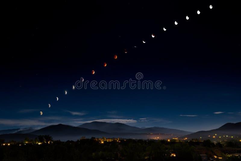 Blut-Mond/Supermoon-Eklipse über Santa Fe stockbilder