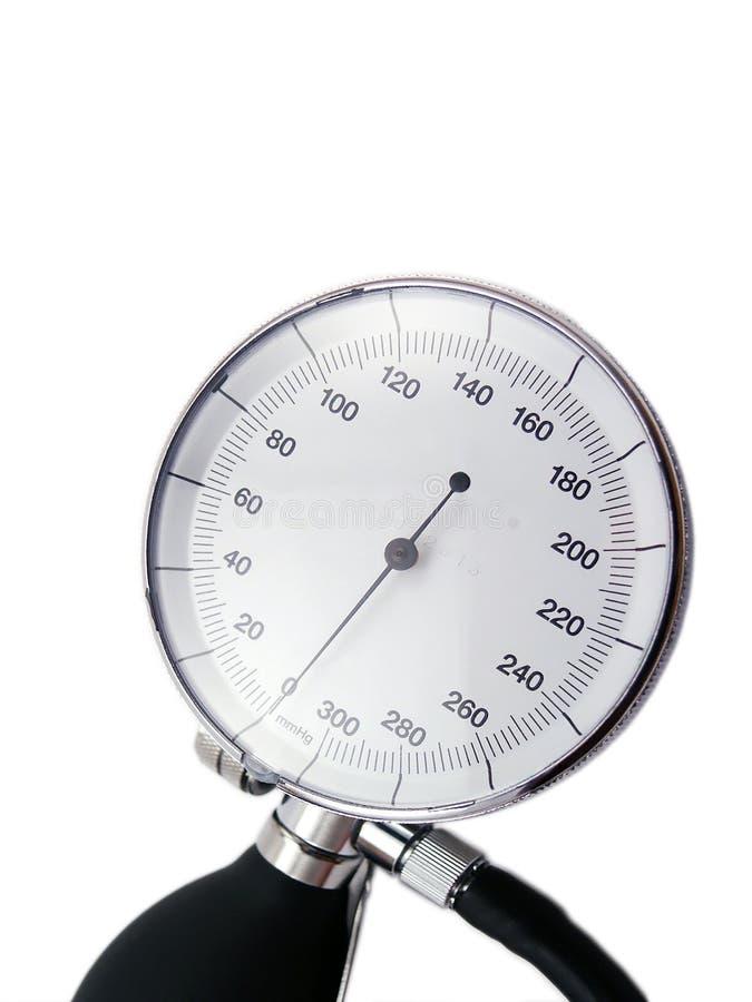 Blutdruckmeßinstrument auf weißem Hintergrund mit weichem Schatten stockfotografie