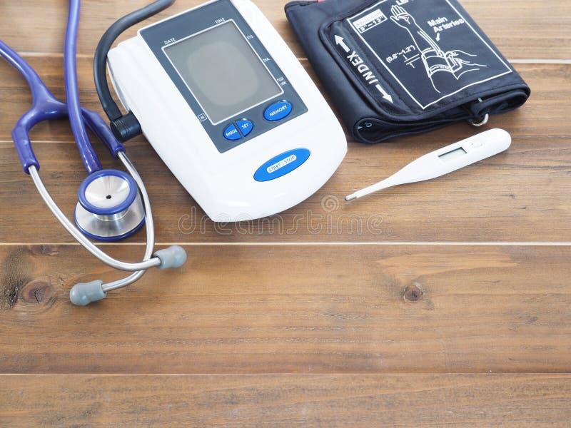 Download Blutdruckmonitor, -stethoskop Und -thermometer Stockbild - Bild von klinisch, überprüfung: 90225501