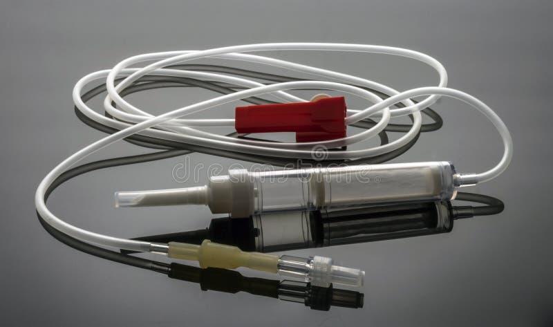 Blutextraktionsausrüstung zu einem Spender in einem Krankenhaus stockbild