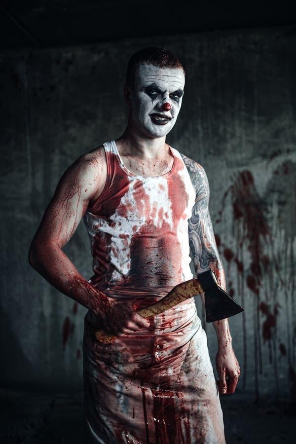 Blutige ClownWahnsinnige mit Axt stockfotos