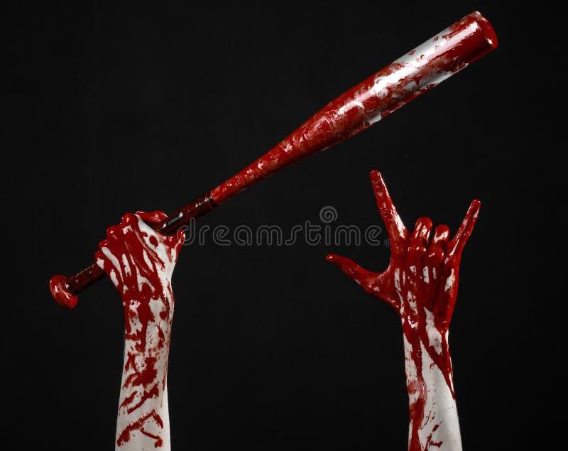 Blutige Hand, die einen Baseballschläger, einen blutigen Baseballschläger, Schläger, Blutsport, Mörder, Zombies, Halloween-Thema, stockbild